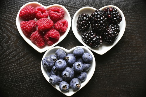 High-flavonoid foods, like berries and apples, 'prevent weight gain'